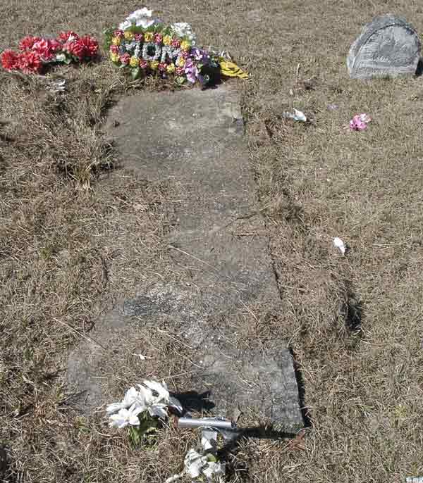 Mom Unknown Gravestone Photo